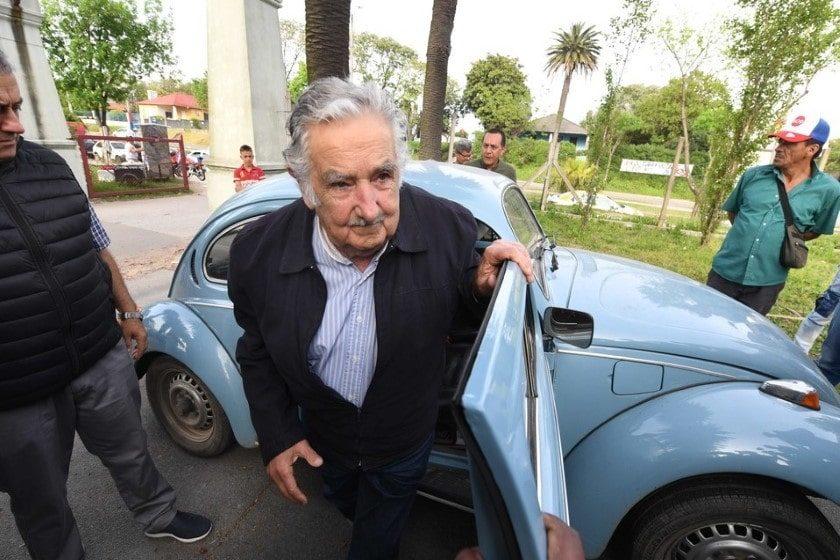 AMLO_Mujica