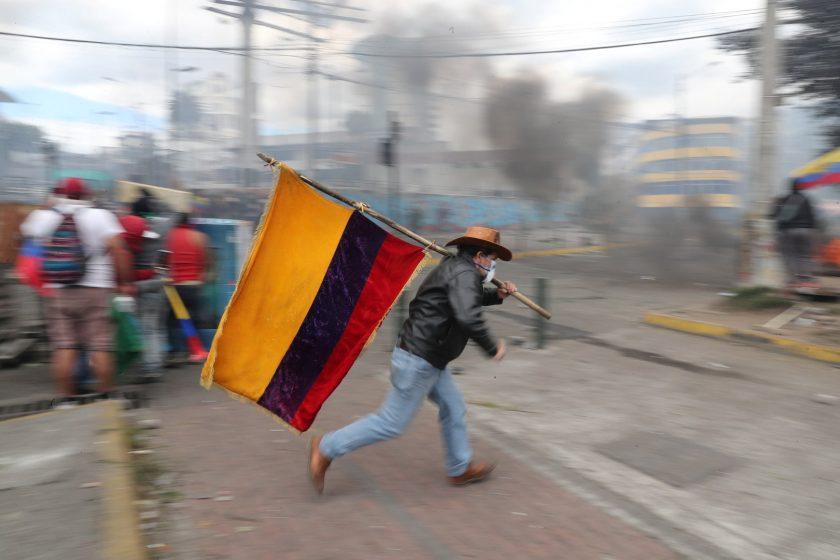 Crisis en Bolivia tras salida de Evo Morales a México