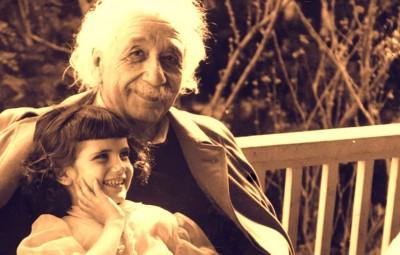 Albert Einstein y su hija Lieserl.