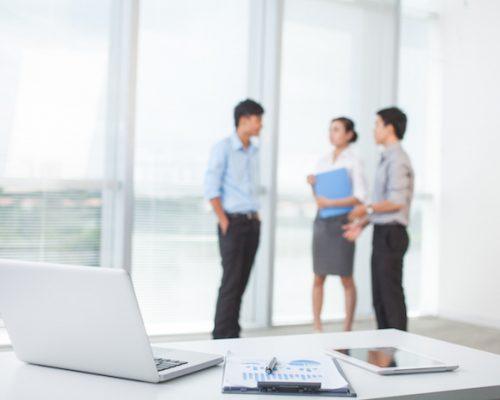 El parlanchín de la oficina, ¿es un buen o mal elemento?/Imagen:Internet