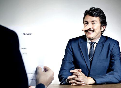 """El reporte """"Las mentiras más comunes de los CV"""" midió trece mil currículums de México y Latinoamérica imagen: www.chilango.com"""