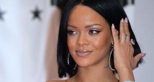 Tras la victoria de Trump, Estados Unidos está dividido y así lo demuestra la pelea entre Rihanna y Azealia Banks sobre la política migratoria de Donald Trump. La sorpresiva llegada de Donald Trump a la presidencia de Los Estados Unidos sin duda alguna ha dividido al país en términos de ideología política sobre el papel de los inmigrantes y muestra de ello es la disputa entre Rihanna y Azealia Banks en redes sociales.