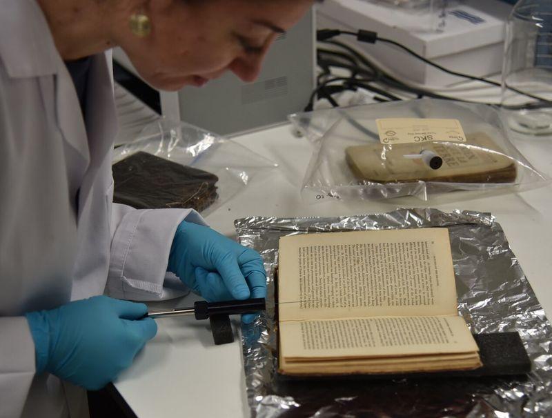 Científica busca conservar y catalogar el olor de artículos y lugares antiguos
