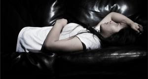 La falta de sueño causa problemas de memoria, falta de concentración y cambios de humor,