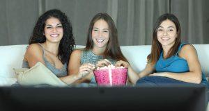 Tener como afición ver una serie de televisión nos ayuda a ser más felices/Internet
