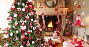 Un árbol de navidad artificial ya puede traer luces integradas y hay de varios tipos y colores