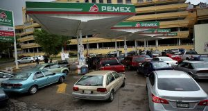 Bloquean carreteras por desabasto de gasolina en San Luis Potosí