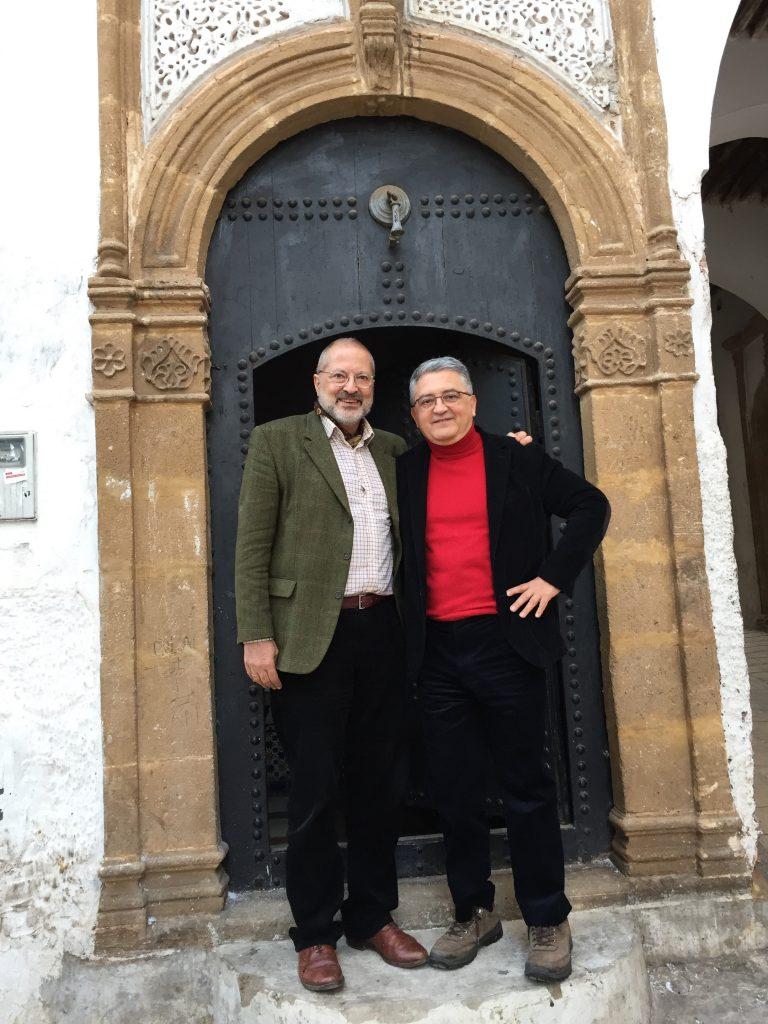 Platón Hadjimichalis en su casa de Rabat, con el Embajador Ordoñez / Gastón Melo