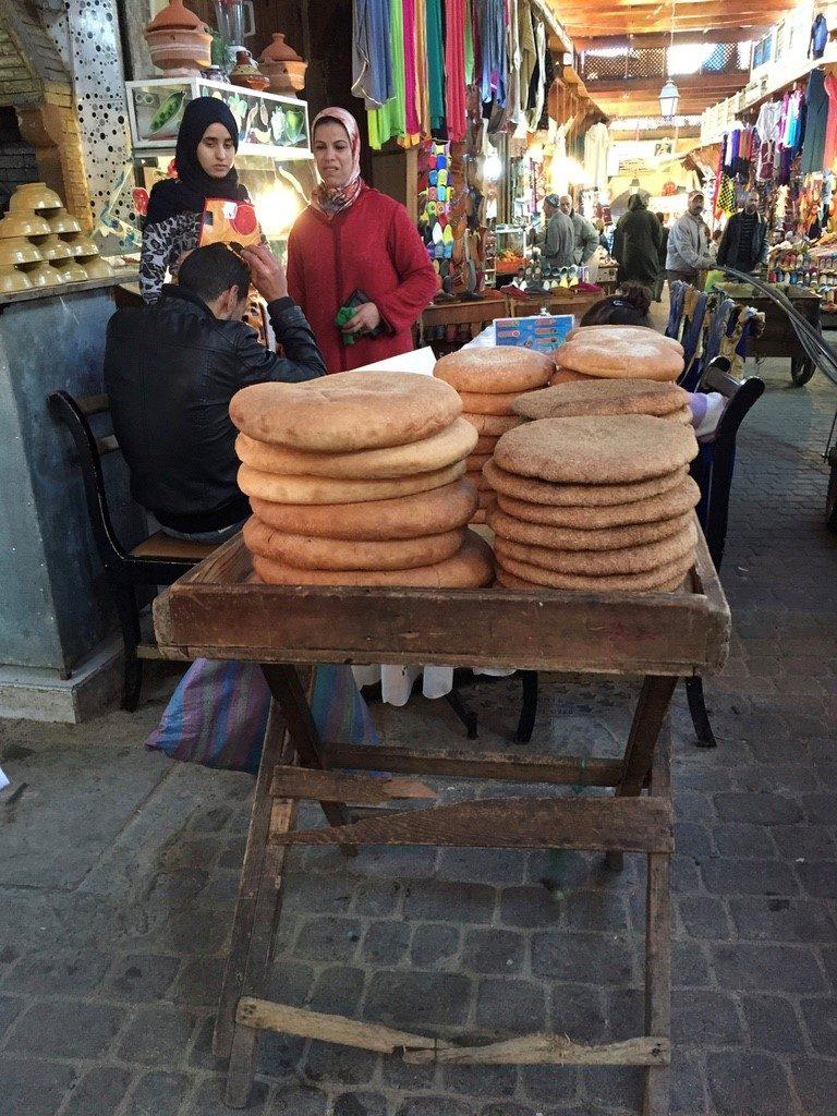 Panes horneados en el fogón comunitario Marruecos