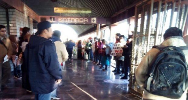 #PosMeSalto: Ciudadanos protestan contra gasolinazo en estaciones del Metro
