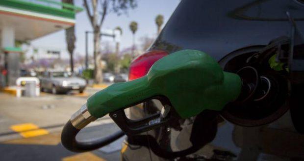 El precio de la gasolina podría mantenerse sin el aumento esperado para este viernes, lo que dejaría a la gasolina Magna y Premium de hoy