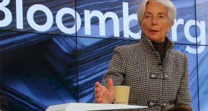 """La directora gerente del Fondo Monetario Internacional (FMI), la francesa Christine Lagarde, estimó que sería un error que el próximo presidente de Estados Unidos, Donald Trump, se oponga a la globalización de la economía mundial. """"Darle la espalda a la globalización es una actitud errónea"""", declaró Lagarde cuestionado sobre Trump, sin mencionar su nombre, en el marco del 47 Foro Económico Mundial en el que participa. La máxima responsable del FMI eludió realizar más comentarios sobre el líder de la nueva administración estadunidense que amenaza según analistas con hacer retornar a Estados Unidos al proteccionismo económico."""