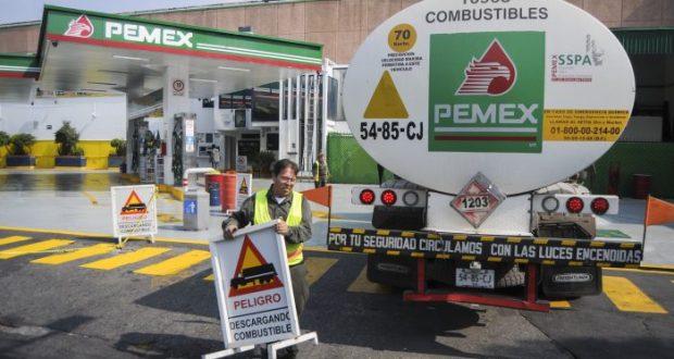 Gillermo García Alcocer, presidente de la Ciomisión Reguladora de Energía (CRE) estimó que el precio de la gasolina se podría incrementar en febrero debido al tipo de cambio en aumento debido al Efecto Trump.