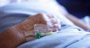 Reportan el fallecimiento de una mujer por una bacteria resistente a los antibióticos|