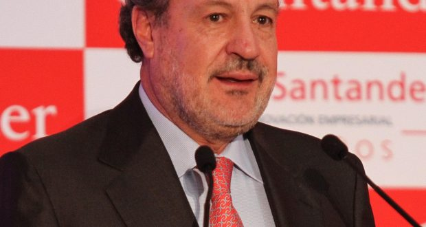 Marcos Martínez Gavica fue elegido por la Asociación Mexicana de Banqueros AMB para desempeñar por tercera ocasión el cargo como presidente, en el periodo 2017-2018, sustituyendo a Luis Robles Mejía, en el cargo desde 2014.