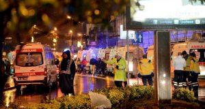 El grupo yihadista del Estado Islámico (ISIS) reclamó este lunes 2 de enero el ataque contra una discoteca en Estambul en la cual fallecieron murieron decenas de personas, mientras tanto la policía turca sigue buscando al autor de la matanza de la discoteca en Estambul.