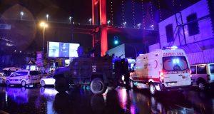 En el club Reina de Estambul, todo estaba dispuesto para una gran celebración de la víspera del Año Nuevo, sin embargo la fiesta terminó en una tragedia cuando un supuesto terrorista entró armado y realizó varios disparos entre los asistentes, dejando 39 muertos y 70 heridos. Un equipo de la agencia de noticias CNN tuvo acceso al centro nocturno donde sucedieron los hechos, todavía hay sangre en algunas paredes y decoraciones, así como un agujero ocasionado por un casquillo, la cual se visualiza sobre una de las puertas.