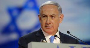 Netanyahu avala construcción del muro de Trump: México decepcionado con primer ministro israelí. México ha mostrados su extrañeza por la sorpresiva postura del primer ministro israelí, Benjamin Netanyahu, a favor del muro de Trump. El primer ministro de Israel, Benjamin Netanyahu, quién recurrió a su cuenta de la red de microblogging para pronunciarse a favor de la construcción del muro en la frontera entre México y Estados Unidos.