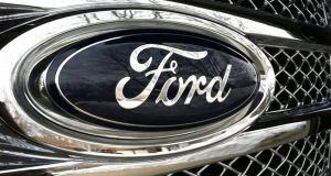 Empresas mexicanas Coconal y Grupo Experiencias Xcaret dejaran de comprar autos a Ford después de que la automotriz mexicana suspendiera la construcción de una planta en México por temor a Donald Trump.