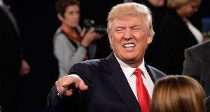 En una reunión con empresarios en la Casa Blanca, el presidente Trump confirmó su intención de imponer aranceles a las importaciones de empresas que hayan llevado su producción fuera del país, así como de reducir los impuestos a la clase media y a las compañías en su país.