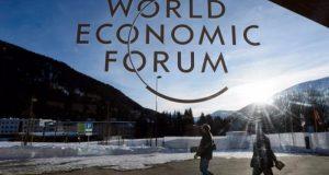 El su Informe de Riesgos Globales 2017, el Foro Económico Internacional WEF explicó que ante la polarización política y económica, los mayores riesgos para este año serán la insatisfacción política y la desigualdad económica, además de eventos relacionados con el cambio climático.