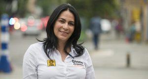 Funcionaria mexicana enseña poner condón con la boca