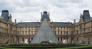 Soldado francés dispara a hombre armado con un cuchillo en museo del Louvre