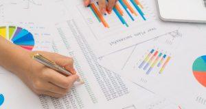Si estás pensando en diversificar tus negocios en el mercado bursátil, pon atención a las claves que debes conocer antes de invertir en un producto financiero.