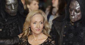 La escritora J.K. Rowling respondió los mensajes de odio realizados en su contra por seguidores de Donald Trump/Harry Potter