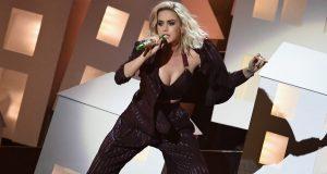 Durante los Brit Awards Katy Perry se burlo de Donald Trump y Theresa May
