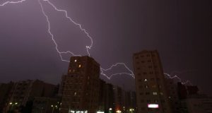 Conoce las recomendaciones de los expertos para evitar que te alcance un rayo durante una tormenta