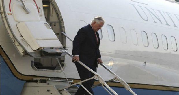 Trump despide a Rex Tillerson como secretario de Estado. Tillerson ordena a embajadas un mayor escrutinio de visas