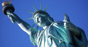 Conoce los ocultos orígenes árabes de la Estatua de la Libertad que Donald Trump debería de recordar antes de buscar deportar. Uno de los monumentos estadounidenses más reconocidos a nivel mundial, es sin duda alguna, la Estatua de la Libertad, y aunque la historia oficial habla de su procedencia francesa, son muy pocas la personas que son conscientes del probable origen árabe de la obra del escultor Frédéric Bartholdi.