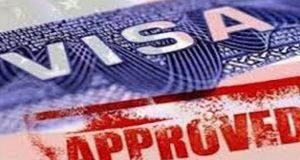 Estas son las visas que están en riesgo de desaparecer con la política migratoria de Trump Las políticas antiinmigrantes de Donald Trump podrían poner en riesgo la vigencia de algunos tipos de visa otorgadas por el gobierno estadounidense. En su intención por incrementar la seguridad para los estadounidenses y aminorar los riesgos de atentados terroristas, el presidente Donald Trump ha adoptado una serie de medidas migratorias entre las que se incluye la prohibición de entrada a Estados Unidos a viajeros procedentes de siete países de mayoría musulmana; sin embargo, esta no sería la única restricción de la reforma migratoria propuesta por la administración entrante, sino que también se considera la revisión a programa de visa H-1B.