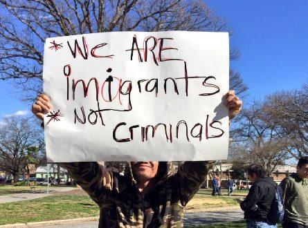 """Un día sin inmigrantes en fotos: Paro laboral de inmigrantes causa caos en Estados Unidos Calles vacías y establecimientos cerrados; es el panorama que se muestra en Estados Unidos en """"Un día sin inmigrantes"""". Fotos y videos circulan en redes sociales. Estados Unidos - Inmigrantes en Estados Unidos realizaron un paro de labores este jueves 16 de febrero para demostrarle a Donald Trump la importancia del trabajo de los inmigrantes en la actividad económica del país."""
