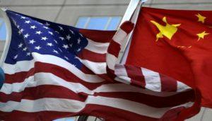 Las economías de EU y China se debilitan y aumenta el riesgo de una recesión