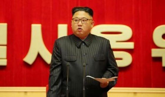 """Guerra en Corea del Norte últimas noticias: Lanza amenaza de ataque nuclear contra EU. Corea del Norte no está practicando lanzamientos balísticos de prueba, apunta a un ataque nuclear contra Estados Unidos y Corea del Sur por amenazas a su soberanía. El gobierno de Pyongyang advirtió este martes a Estados Unidos que no se detendrá a llevar a cabo incursiones """"sin piedad"""" si sus tropas militares se unen a Corea del Sur y ejercen acciones que amenacen su soberanía."""
