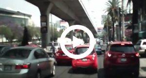 Automovilista graba el momento en que atropella a un delincuent
