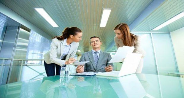 Mantener buenas relaciones en la oficina con los compañeros y los jefes, es fundamental para la productividad, por eso sigue estos consejos.