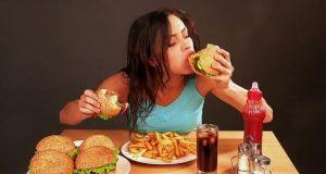 Afirman que las mujeres jóvenes son más propensas a padecer el síndrome del atracón