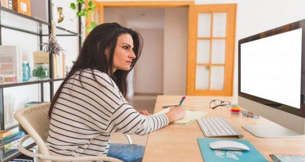 Si estás con la intención de emprender en un proyecto propio, aprovecha tu experiencia laboral para descubrir oportunidades de negocios.