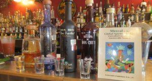 El mezcal llega a más mercados y aumentan las exportaciones a todo el mundo, convirtiéndose en una de las bebidas más representativas de México.