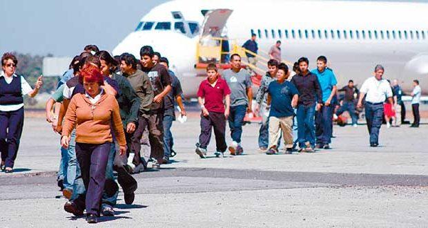 Aumenta número de inmigrantes mexicanos deportados desde Canadá Autoridades fronterizas en Canadá han registrado un aumento en el número de inmigrantes mexicanos que intentan ingresar al país de manera ilegal. Las autoridades fronterizas en Canadá han registrado cifras históricas de detenciones en los primeros dos meses del 2017, deteniendo a una mayor cantidad de mexicanos indocumentados que intentan cruzar su frontera huyendo de las políticas antiinmigrantes de Donald Trump.