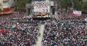 Ante miles de simpatizantes, AMLO firma Acuerdo de Unidad Nacional en CDMX