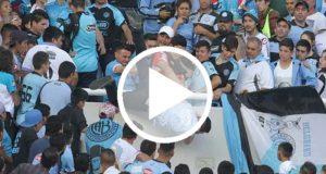 Graban el momento en que la porra del Atletico Belgrano lanza a un joven al vació