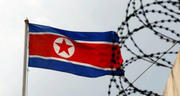 """Corea del norte y Estados Unidos noticias actuales: Aumentan los riesgos de guerra Las búsqueda de EU por vías alternas para presionar a Corea del Norte, causó reacciones en el gobierno norcoreano por lo que advirtió """"no deberían meterse con nosotros"""". Después de que el presidente Donald Trump endureciera la postura de Estados Unidos contra las prácticas nucleares de Corea del Norte, la tensión en la península coreana se ha intensificado y los riesgos de una guerra nuclear se hacen cada vez más palpables. En sus últimas declaraciones, el secretario de Estado estadounidense, Rex Tillerson, dijo que su país está buscando vías para presionar a Corea del Norte por su programa nuclear, en un momento en el que el vicepresidente estadounidense, Mike Pence, realiza un recorrido por los aliados asiáticos de su país."""