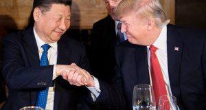Estados Unidos y China aclaran posturas sobre Corea del Norte: aumenta la tensión de guerra Una llamada telefónica entre Donald Trump y el presidente chino, Xi Jinping, mostraron la postura de ambas naciones en contra de los programas nucleares de Corea del Norte, lo que incrementa la tensión de guerra en la península coreana. El presidente de Estados Unidos, Donald Trump, lanzó fuertes críticas a la continua beligerancia de corea del Norte y aseguró a su homólogo chino que de continuar los programas nucleares de Pyongyang se desarrollará un efecto desestabilizador inevitable. De acuerdo a un comunicado de La Casa Blanca, ambos líderes se mostraron de acuerdo en la urgencia que implica la amenaza planteada por los programas nucleares y de misiles de Corea del Norte y se comprometieron a coordinar sus esfuerzos para desnuclearizar la península coreana.