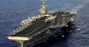 Corea del Norte se prepara para atacar a Estados Unidos, dice estar lista para hundir portaaviones de un solo golpe. En un documento publicado en el diario estatal norcoreano Rodong Sinmun, el gobierno Pyongyang dijo estar listo para hundir un portaaviones de Estados Unidos que practica simulacros conjuntos con dos destructores japoneses en el Océano Pacífico cerca de sus costas. El documento confirma que Corea del Norte está preparado para mostrar su fuerza militar y hundir de un solo golpe el portaaviones nuclear de Estados Unidos y reiteró la amenaza de Pyongyang de usar armas que puedan alcanzar la región continental estadounidense.