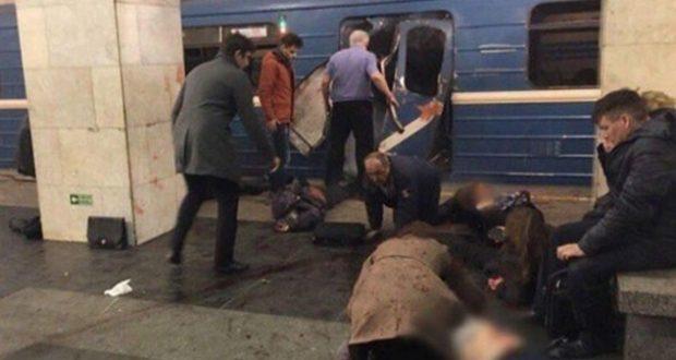 Una explosión en el metro de San Petersburgo, la segunda ciudad más importante de Rusia, deja al menos 10 muertos y más de 50 heridos. Videos del momento circulan en redes sociales. Moscú.- Autoridades rusas han confirmado la muerte de diez personas y más de 50 heridas tras la explosión de este lunes en el metro de San Peterburgo, la segunda ciudad más importante de Rusia. Las autoridades confirmaron que la explosión registrada en la estación de Sennaya Ploshchad fue un atentado terrorista, registrado en un momento de tensión por la postura del gobierno ruso en la situación del Oriente Medio y Siria.