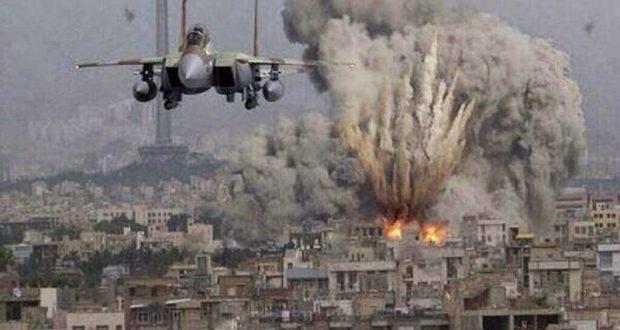 Cinco claves para entender lo que está pasando en Siria La guerra en Siria se intensificó con el bombardeo de Estados Unidos a una base militar siria. Estas son las claves para entender el conflicto que ha dejado más de 250 mil muertos. Después de que se registrara el ataque químico más devastador de la historia en Siria, que dejó al menos 86 muertos entre ellos 27 niños, Estados Unidos responsabilizó al gobierno de Bashar al Assad y atacó el jueves la base militar del ejército sirio, un bombardeo que dejó al menos nueve muertos. En los últimos meses, imágenes de Siria han conmocionado al mundo con impactantes fotos de la guerra y millones de refugiados que han invadido países de occidente; sin embargo, Siria es un país que ha vivido en conflicto desde hace años, pero ¿sabes cómo inició la guerra en Siria?